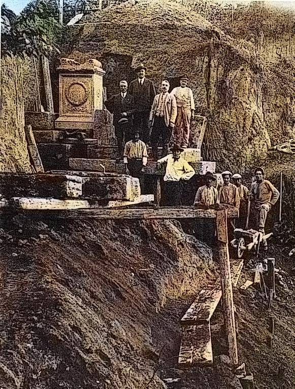 Funzionari_et_mestranze_alla_scoperta_ara_Cossinia_ottobre_novembre_1929_elaborazione_Roberto_Borgia_2017