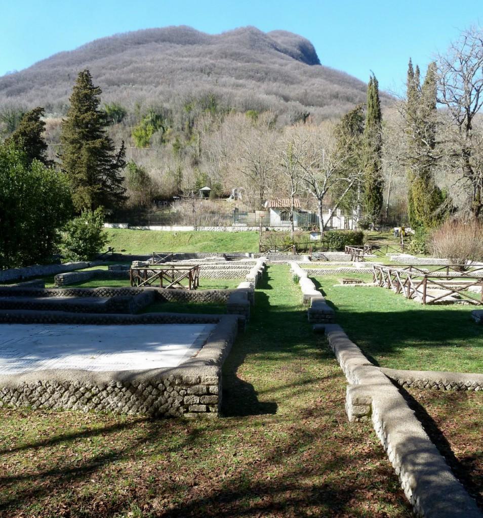 I resti della Villa e il Mons Lucretilis