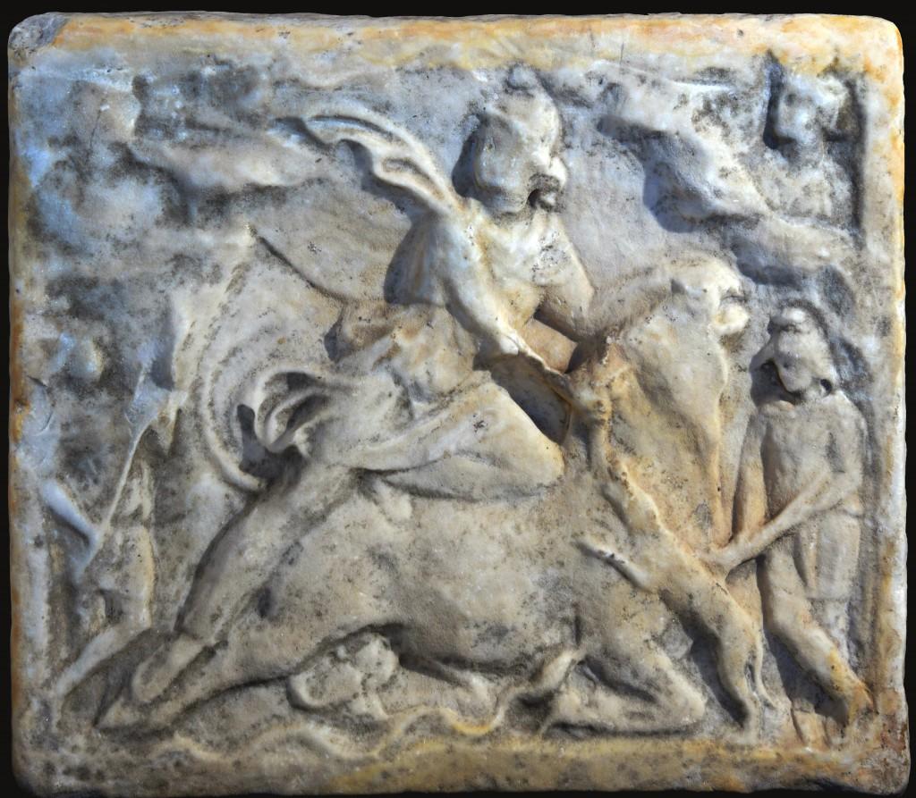 2. Bassorilievo in marmo con tauroctonia (II sec. d.C.) - dopo il restauro