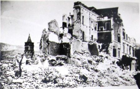 4_I_palazzi_di_Via_Garibaldi_bombardati