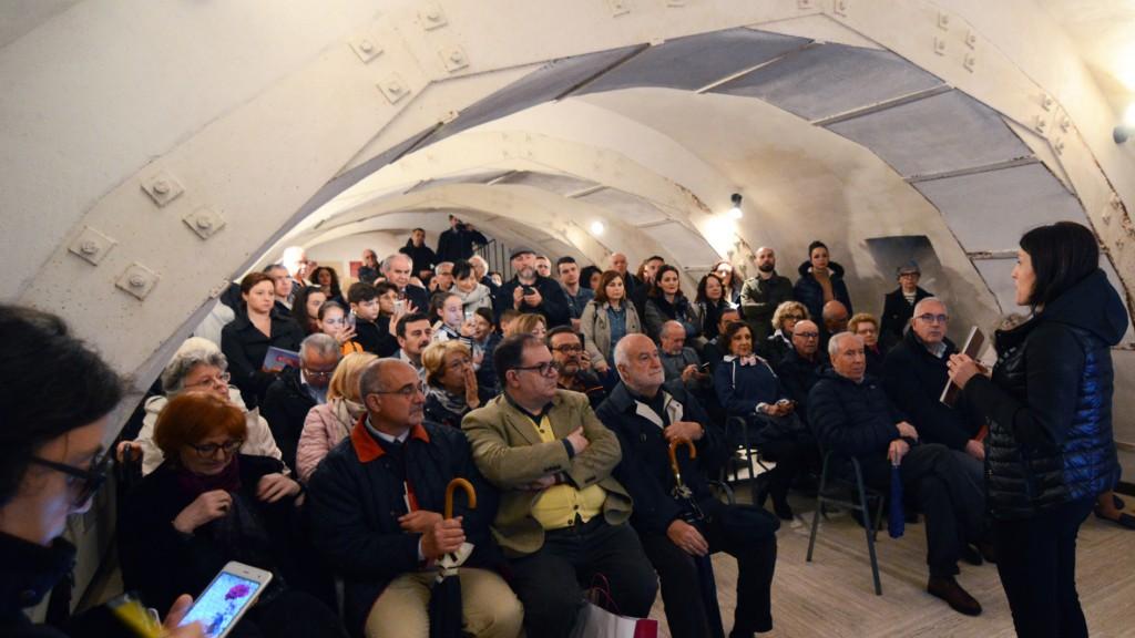 Parla la dott.ssa Fabiana Marino, del Gruppo che accompagna i visitatori nella Rocca Pia.