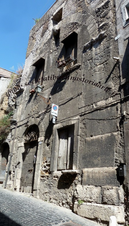 """Fig. 4 - """"Mercato coperto"""": arcone su Via del Colle"""