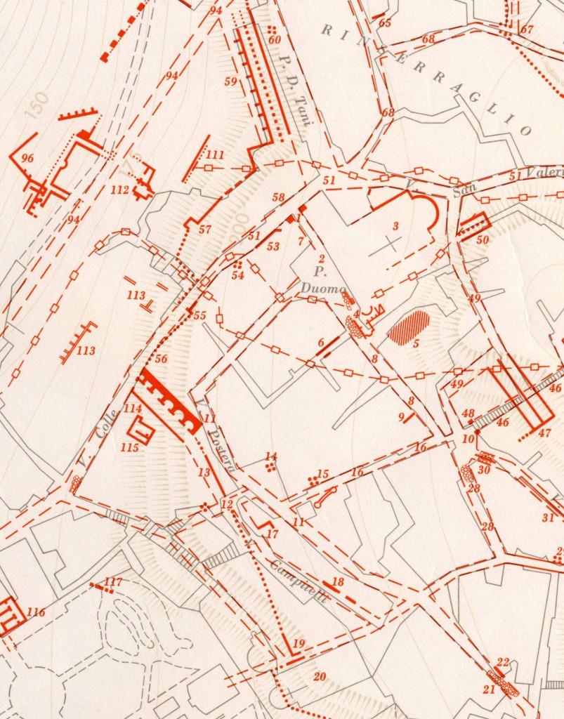"""Fig. 2. Il """"Mercato coperto"""" e il tracciato delle mura nella Carta archeologica della città: n. 2. Foro, n. 3. basilica forense, n. 12. posterula di S. Pantaleone, n. 13. mura urbane, n. 55. porta Maggiore, n. 56. mura urbane, n. 114. """"Mercato coperto"""" (da C.F. Giuliani, 1970)"""