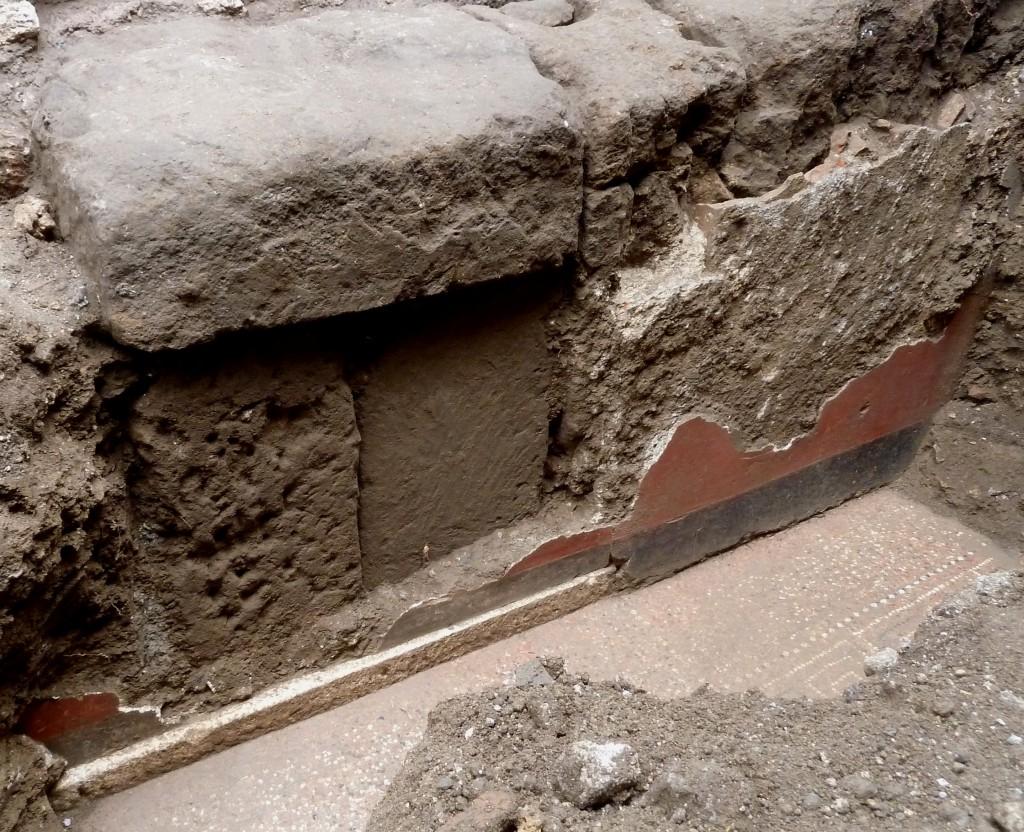 Fig. 3. Il muro a blocchi di tufo