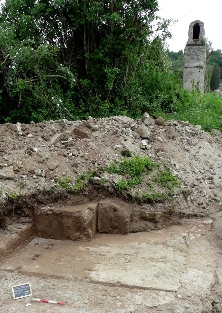 Fig. 4. Resti dell'Anio novus lungo la via Empolitana