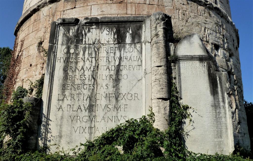 Fig. 5. Iscrizioni del prospetto architettonico